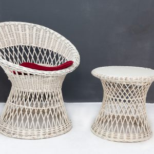 Rohe Chair with table